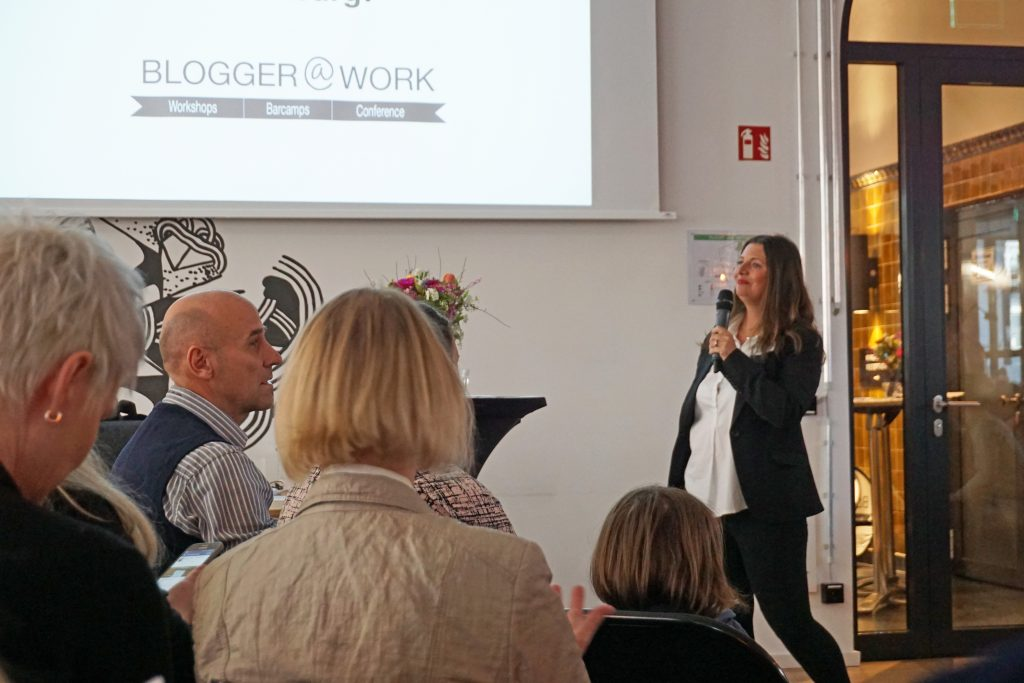 Jennifer Gross eröffnet die Blogger@Work Konferenz in Hamburg
