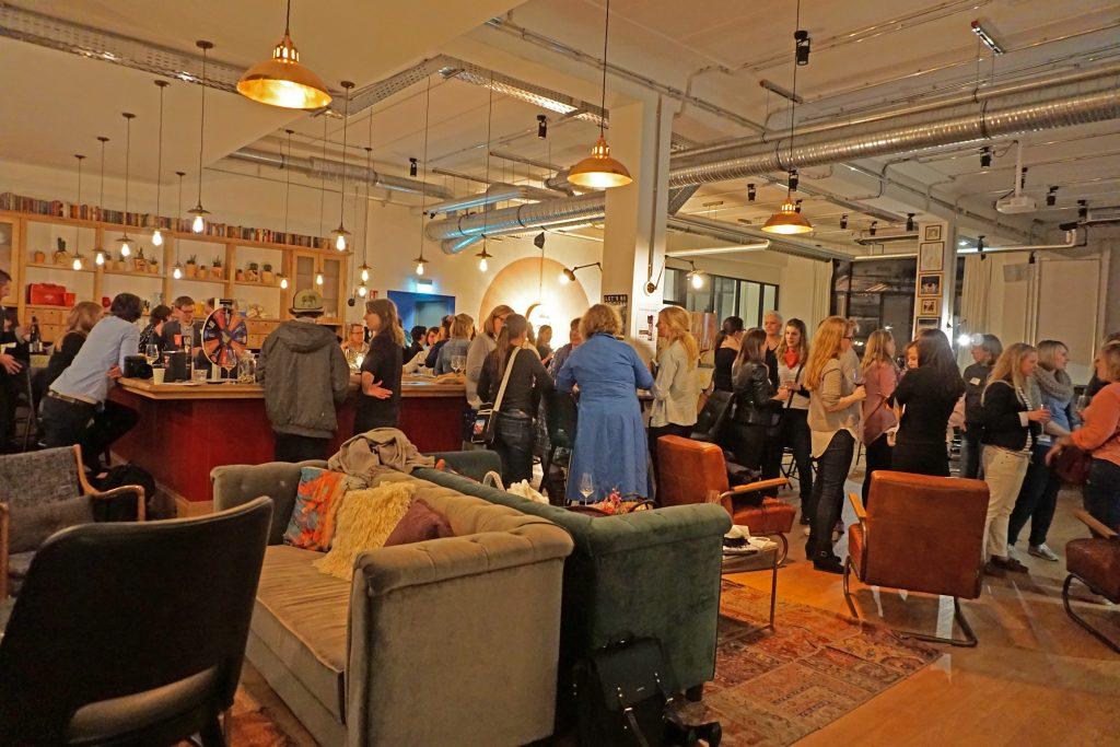 Netzwerken im Mindspace Hamburg auf der Blogger@Work Konferenz