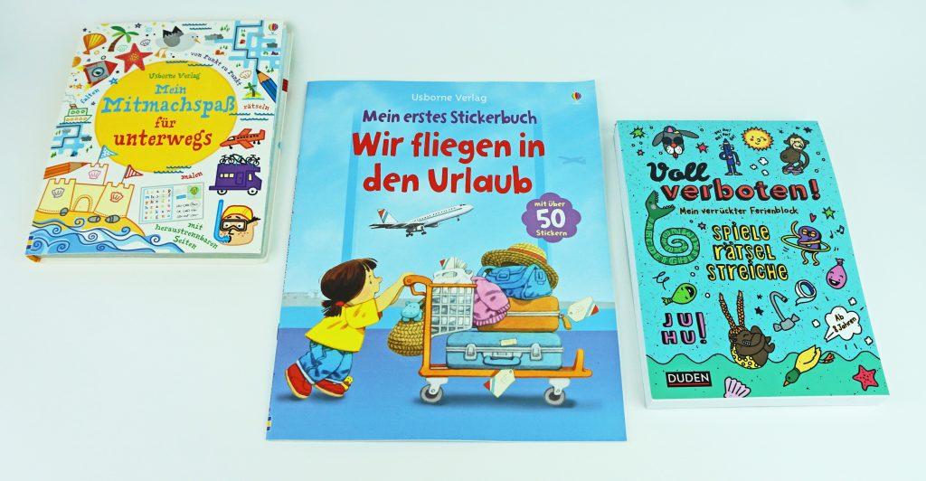 Flugzeug wundertet Bücher Beschäftigung Kinder