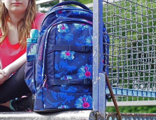 Schulrucksack satch-pack-waikiki-blue-stehend