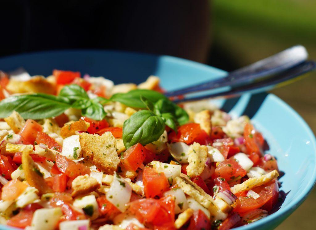 Rezept Brotchipssalat Brotchips Salat Grillen Tomaten Chicorée