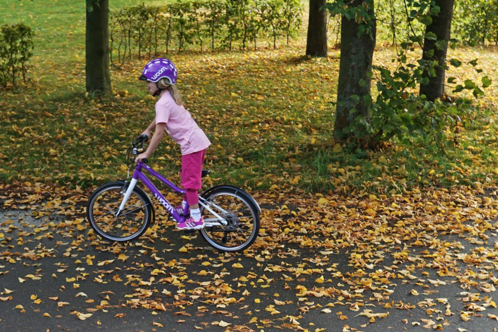 woom 4 Kinderrad Bike lila